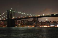 Horizon de New York la nuit Photo stock