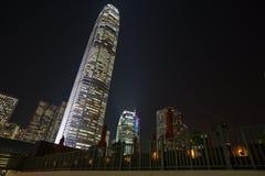horizon de nuit de Hong Kong de construction le plus grand Photographie stock libre de droits