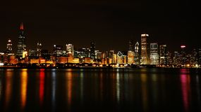 Horizon de nuit de ville de Chicago Photo stock