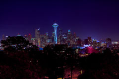Horizon de nuit de ville de Seattle Image stock