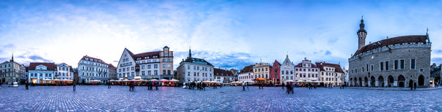 Horizon de nuit de ville Hall Square, Estonie de Tallinn Photographie stock libre de droits