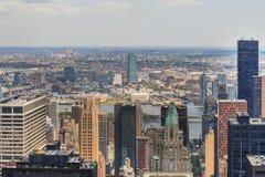 Horizon de NYC à partir du dessus de la roche, Etats-Unis Image stock