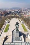 Horizon de panorama de Prague avec la statue équestre de Jan Zizka, République Tchèque image libre de droits