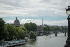 Horizon de Paris avec Tour Eiffel à l'arrière-plan Image stock