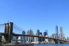 Horizon de passerelle et de Manhattan de Brooklyn Images stock