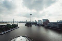 Horizon de paysage urbain de Dusseldorf à l'été 2017, Allemagne Photo stock