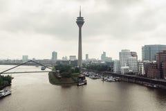 Horizon de paysage urbain de Dusseldorf à l'été 2017, Allemagne Photographie stock libre de droits