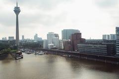 Horizon de paysage urbain de Dusseldorf à l'été 2017, Allemagne Images libres de droits