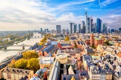 Horizon de paysage urbain de vue panoramique de district des affaires avec des gratte-ciel à Francfort sur Main Hesse, Allemagne  image libre de droits