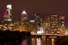 horizon de Philadelphie de nuit Images libres de droits