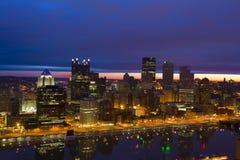 Horizon de Pittsburgh au lever de soleil Image stock