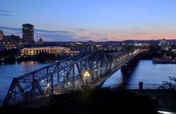 Horizon de pont et de Gatineau d'Alexandra, Ottawa Photo libre de droits