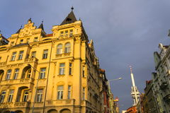Horizon de Prague avec l'émetteur de tour de télévision de Zizkov, République Tchèque Photographie stock libre de droits