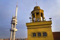 Horizon de Prague avec l'émetteur de tour de télévision de Zizkov, République Tchèque Image libre de droits