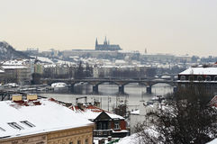 Horizon de Prague en hiver Photo stock