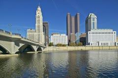 Horizon de rivière et de Columbus Ohio de Scioto en automne Images libres de droits