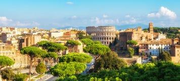 Horizon de Rome avec Colosseum et Roman Forum, Italie photographie stock