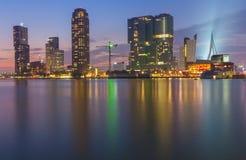Horizon de Rotterdam après coucher du soleil Photographie stock
