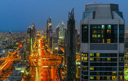 Horizon de route de Sheikh Zayed photographie stock libre de droits