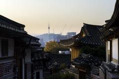 Horizon de Séoul Corée avec le secteur historique de Bukchon Hanok dans Seou Images libres de droits