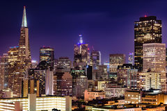 Horizon de San Francisco au crépuscule Photo stock