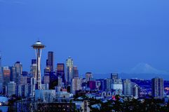 Horizon de Seattle au crépuscule Images stock