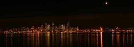 Horizon de Seattle avec l'éclipse image stock