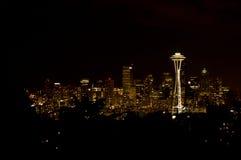 Horizon de Seattle la nuit Photos stock