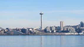 Horizon de Seattle sur Elliott Bay images libres de droits