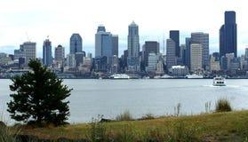 Horizon de Seattle Washington avec des bacs Photo stock