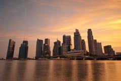 Horizon de Singapour au coucher du soleil Photos stock