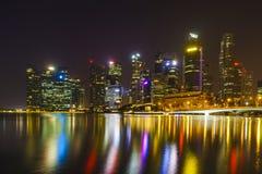 Horizon de Singapour la nuit Photos libres de droits