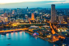 Horizon de Singapour la nuit Photos stock