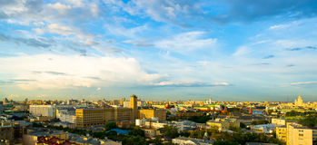 Horizon de soirée de centre de la ville de Moscou Photo stock
