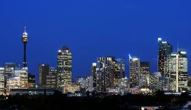 Horizon de Sydney la nuit Image stock