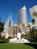Horizon de Sydney visualisé du jardin Images libres de droits