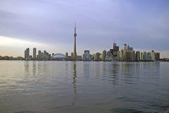 Horizon de Toronto de l'eau Photo stock