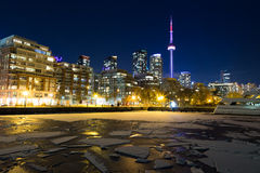 Horizon de Toronto pendant l'hiver de l'ouest images libres de droits