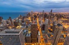 Horizon de van de binnenstad van Chicago bij nacht, Illinois Stock Foto