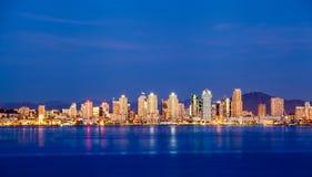 Horizon de van de binnenstad van San Diego bij nacht stock fotografie