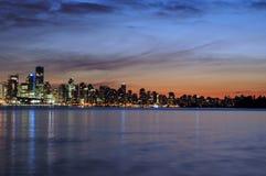 Horizon de Vancouver en soirée Photo stock