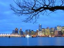 Horizon de Vancouver la nuit Photographie stock libre de droits