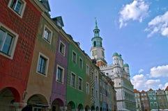 Horizon de vieille ville de Poznan avec le ciel bleu à l'arrière-plan photo stock