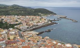 Horizon de village de castelsardo Photo stock