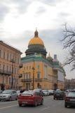 Horizon de ville avec le dôme de la cathédrale de St Isaacs Photos libres de droits