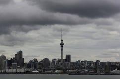 Horizon de ville d'Auckland Image libre de droits