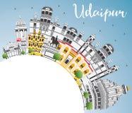 Horizon de ville d'Inde d'Udaipur avec les bâtiments de couleur, le ciel bleu et la Co illustration stock