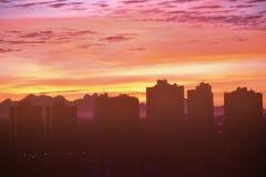 Horizon de ville de ¡ de Curitiba Paranà pendant le coucher du soleil Photo stock