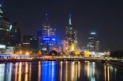 Horizon de ville de fleuve de Yarra, Melbourne Photographie stock libre de droits