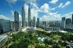 Horizon de ville de Kuala Lumpur, Malaisie. Tours jumelles de Petronas. Photo libre de droits